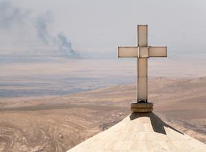 22-iraque-cruz-com-fuma_a-ao-longe