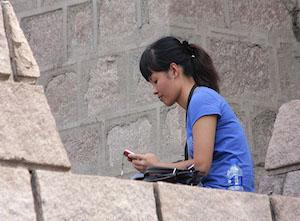 23-china-mulher-no-celular