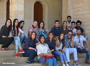 25-iraque-jovens-sentado-em-escadaria